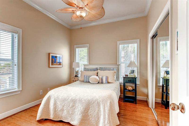Guest Bedroom with Queen located on 1st floor