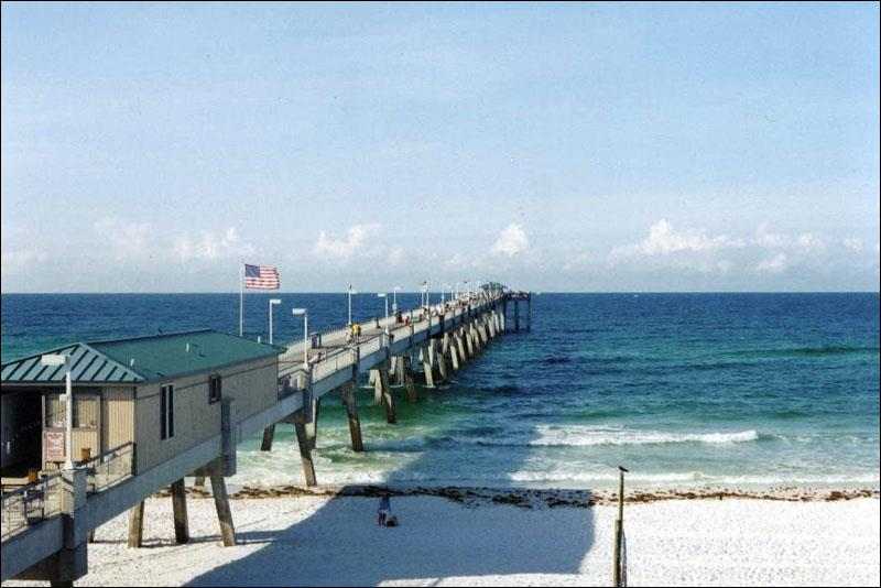 A guide to pier fishing along florida s emerald coast for Fishing destin fl